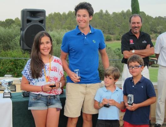Foto del equipo ganador del torneo. Jorge Muñoz se alzó además con el trofeo al mejor jugador individual