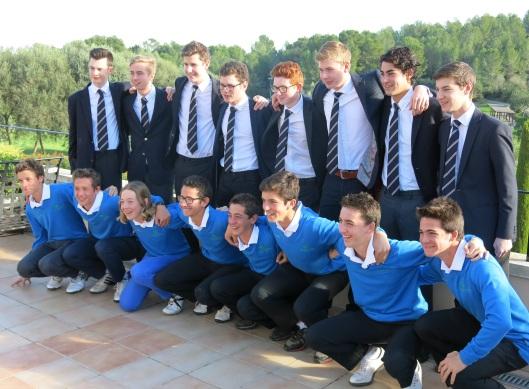 El equipo de golf de Charterhouse (arriba) y el de Arabella  Golf Junior Academy (abajo)